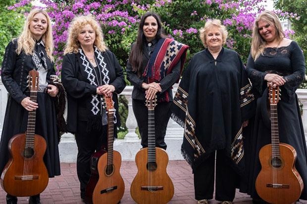 Lucía Ceresani, Marta Suint, Karen Arranz, Susana Repetto y Mariela Acevedo.
