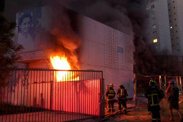 Incendio en el Museo Violeta Parra.