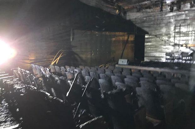 Estado en el que quedó el auditorio «Antar» después del incendio. © Museo Violeta Parra