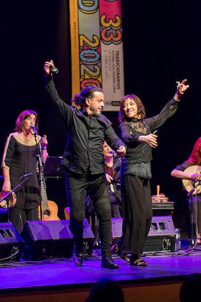 Tiempo también para bailar una jota. Ángel Irala y Patxi Ferrer. © Xavier Pintanel