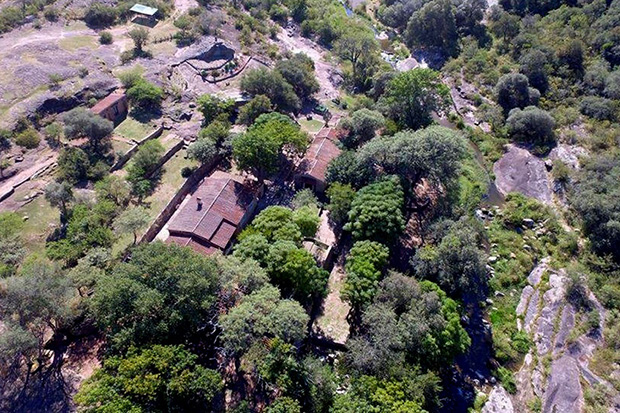 Vista aérea de «Agua Escondida», como bautizaron a su casa.