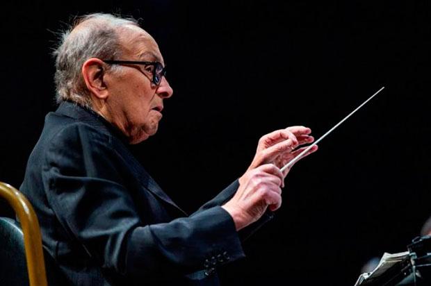 El compositor y director de orquesta italiano Ennio Morricone, durante un concierto ofrecido en el WiZink Center de Madrid en mayo de 2019. © EFE|Rodrigo Jiménez