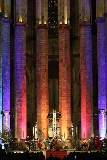 Muerdo en la Basílica de Santa María del Mar en Barcelona. © Xavier Pintanel