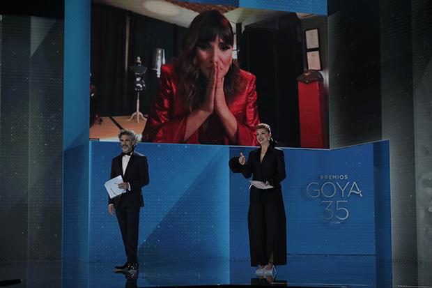 Rozalén recibe el Goya a la Mejor canción original por el tema «Que no, que no». © Premios Goya|Miguel Córdoba